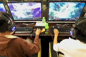 Pros and Cons of Playing Video Games in School