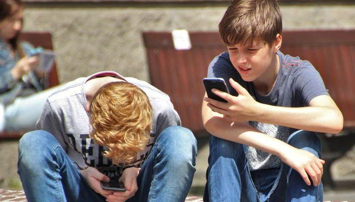 How to Keep Your Kids Safe on Their Mobile Devices